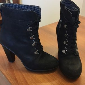 Kenneth Cole Reaction tie up booties